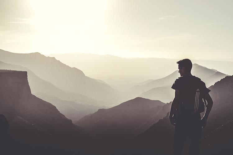 تنها روی کوه