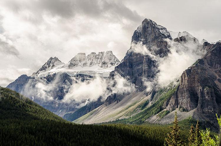 هوای نیمه ابری در کوه