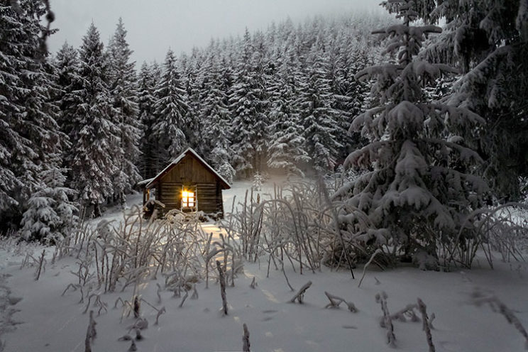 کلبه در برف