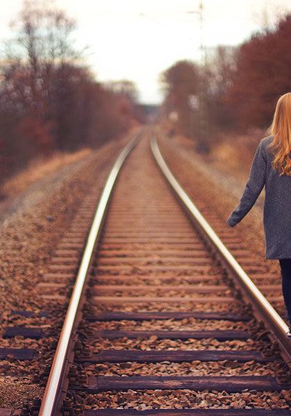 قدم زدن روی ریل قطار