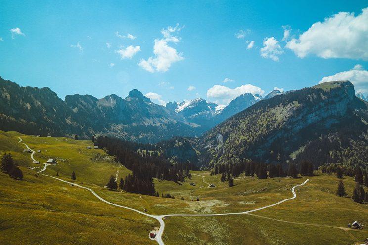 انتخاب جاده در کوهستان